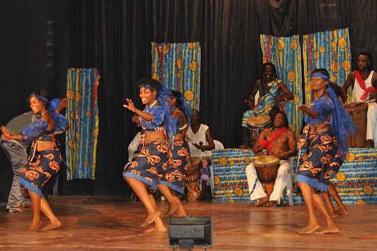 Des danseuses pendant le spectacle. (Images du Dépt. d'Etat)